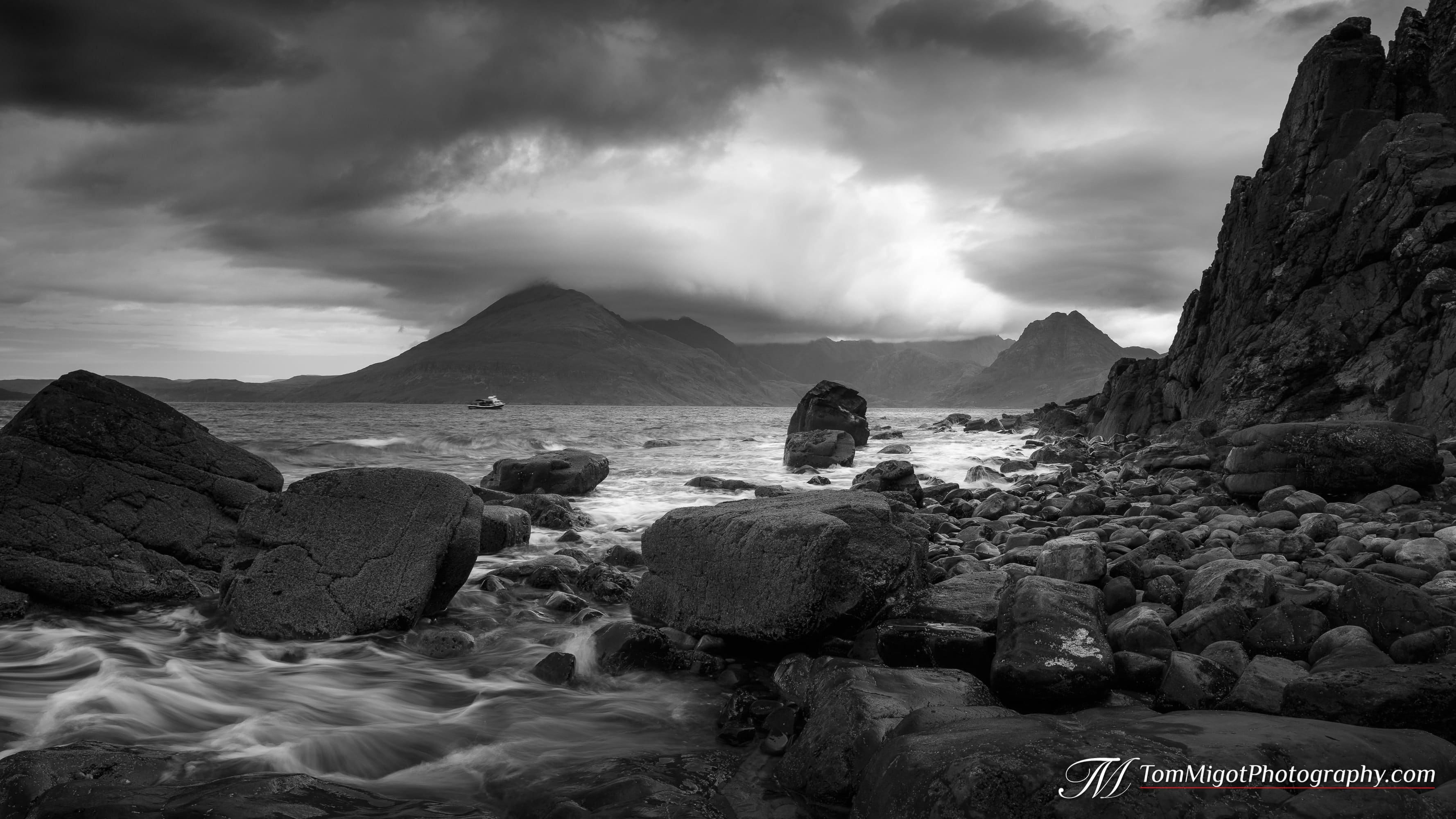 landscape photography of the black cuillin seen from elgol on the isle of skye in Scotland