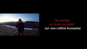 Du whisky au lever du soleil sur une colline écossaise