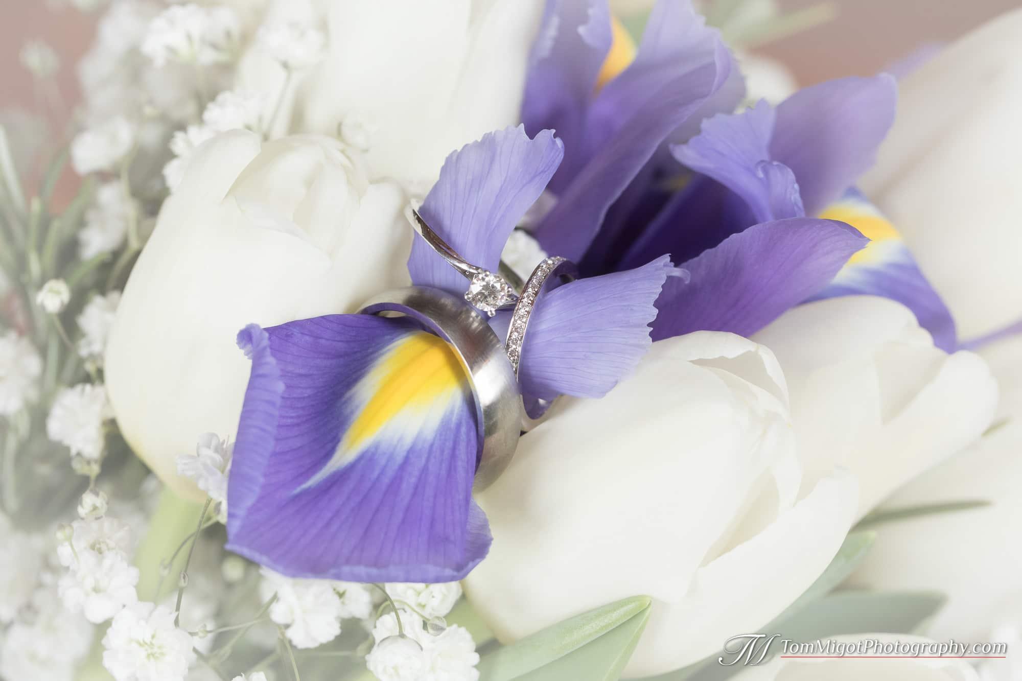 Les bagues de fiançaille et de mariage