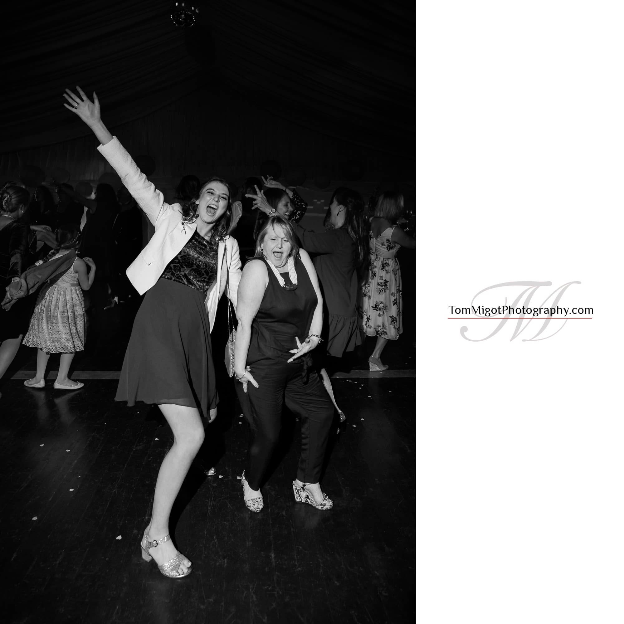 Les ladies se déhanchent sur la piste de dance