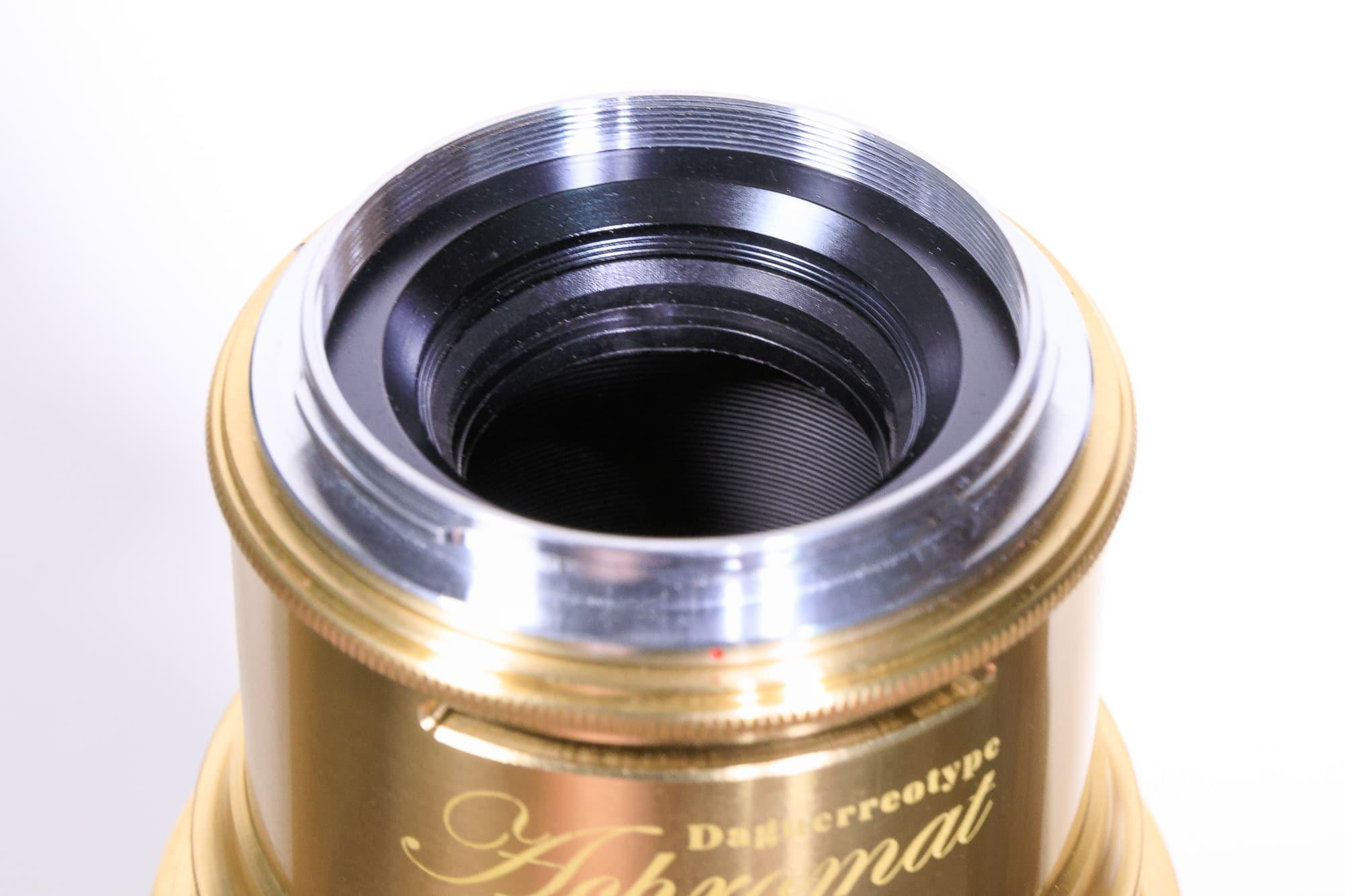 Le Daguerreotype Achromat accepte des filtres de 40.5mm