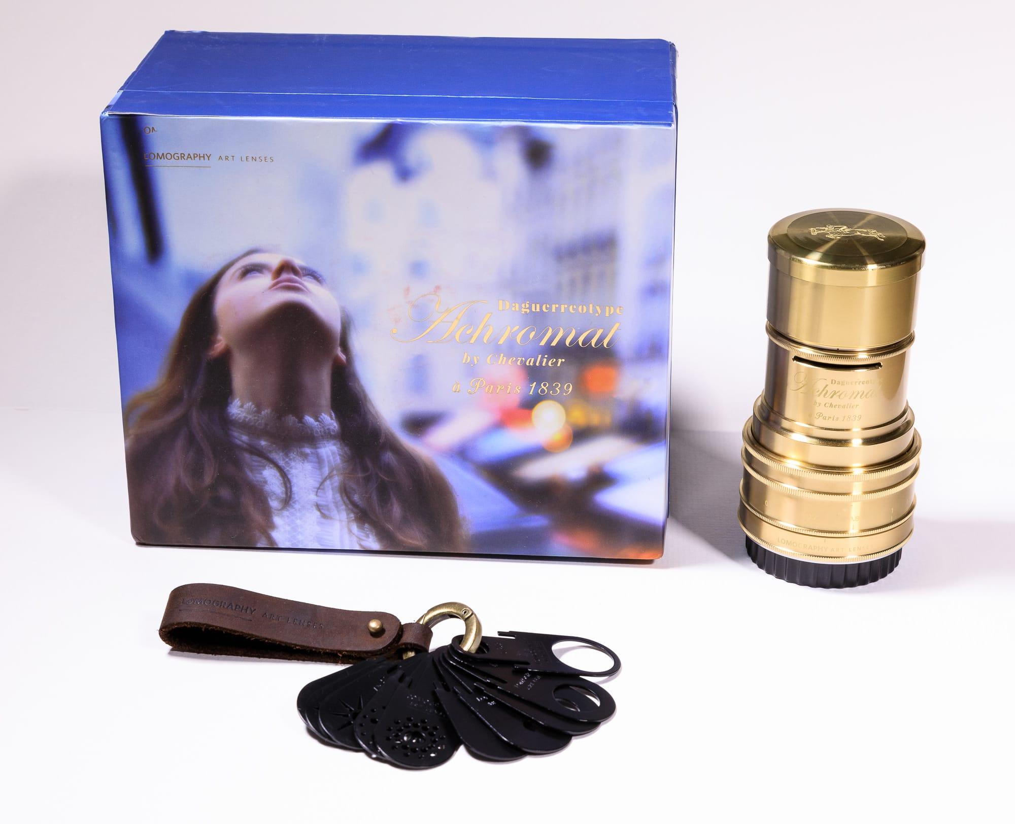 Le Daguerreotype Achromat avec sa boite et ses ouvertures Waterhouse