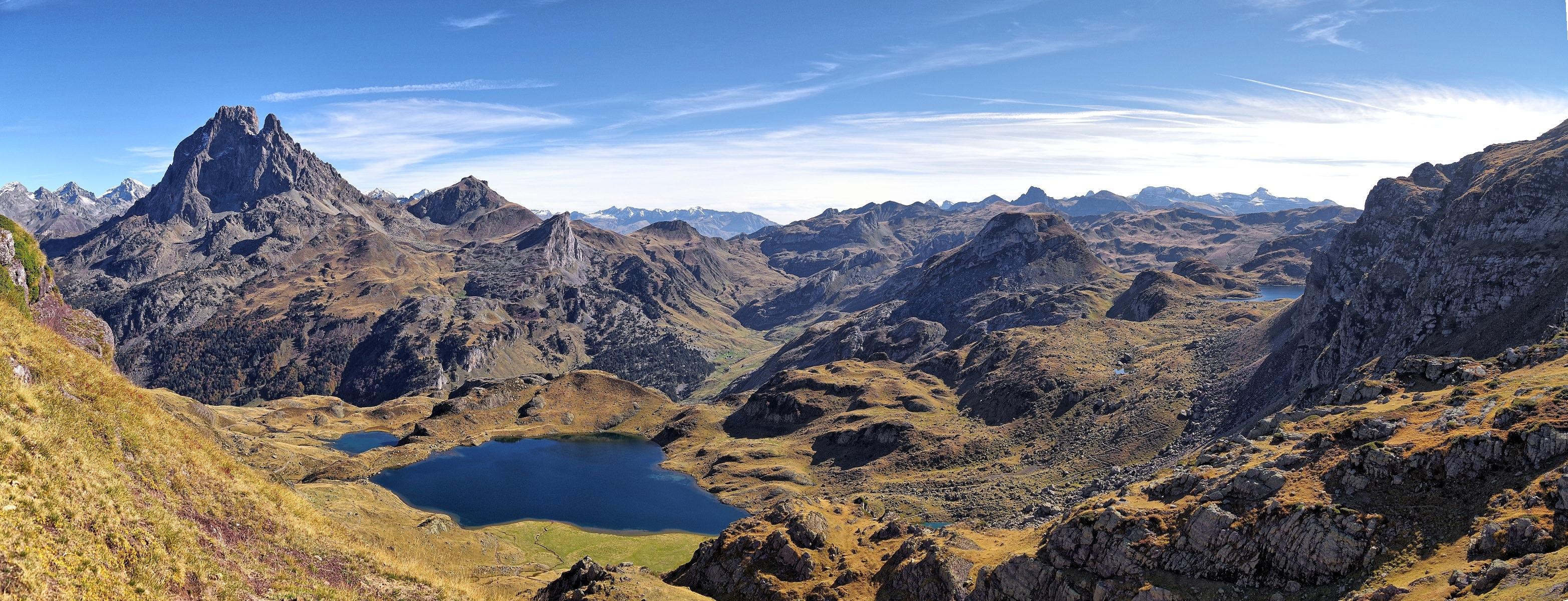 Le lac d'Ayous devant le Pic du Midi d'Ossau