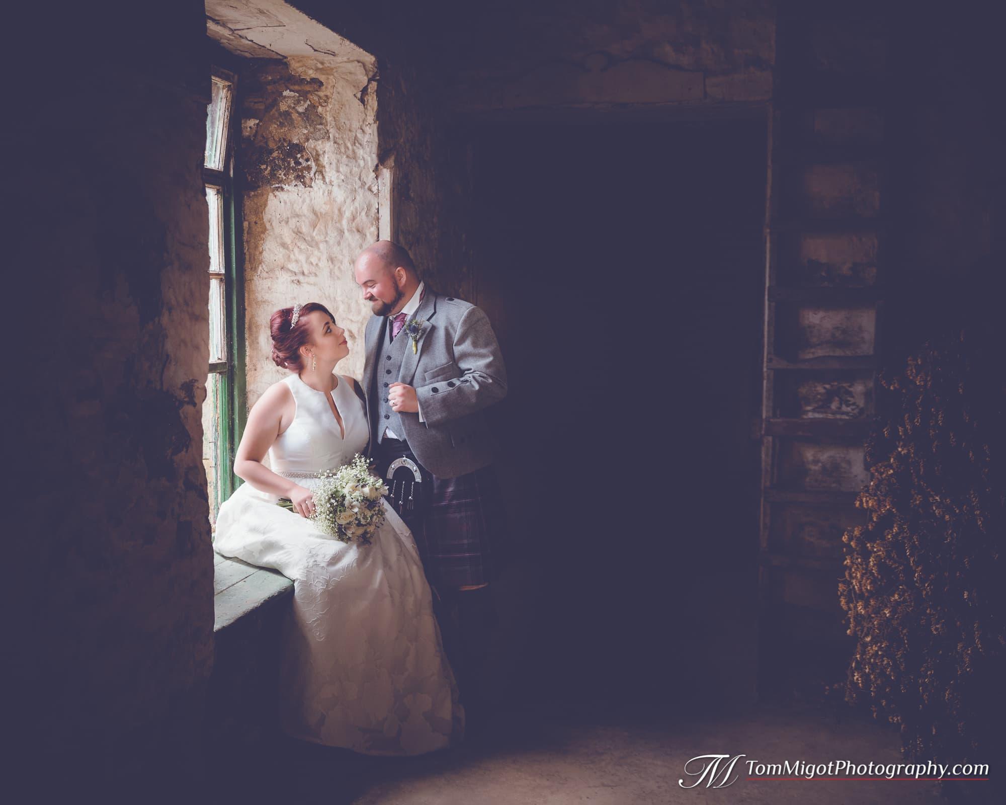 Les mariés dans l'étable