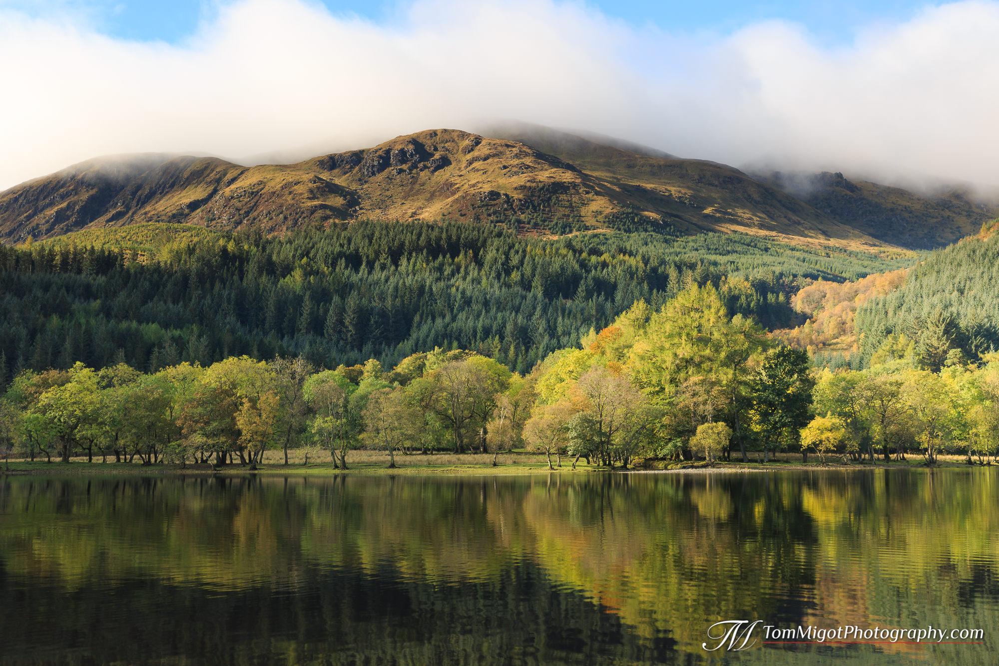 Le Loch Lubnaig dans le parc national du Loch Lomond et des Trossachs photographié à l'automne