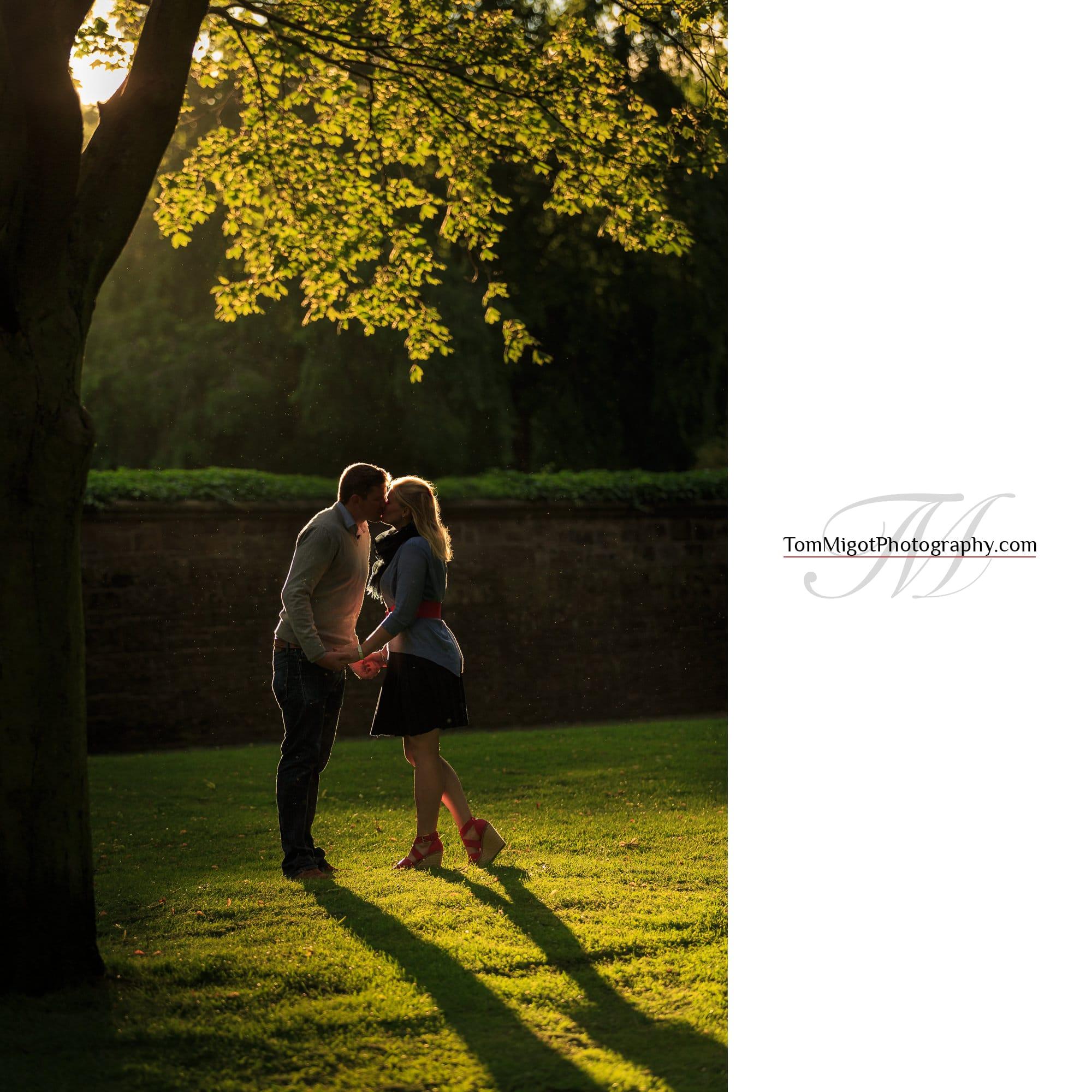 séance d'avant mariage dans le parc d'Holyrood à Edimbourg en Ecosse