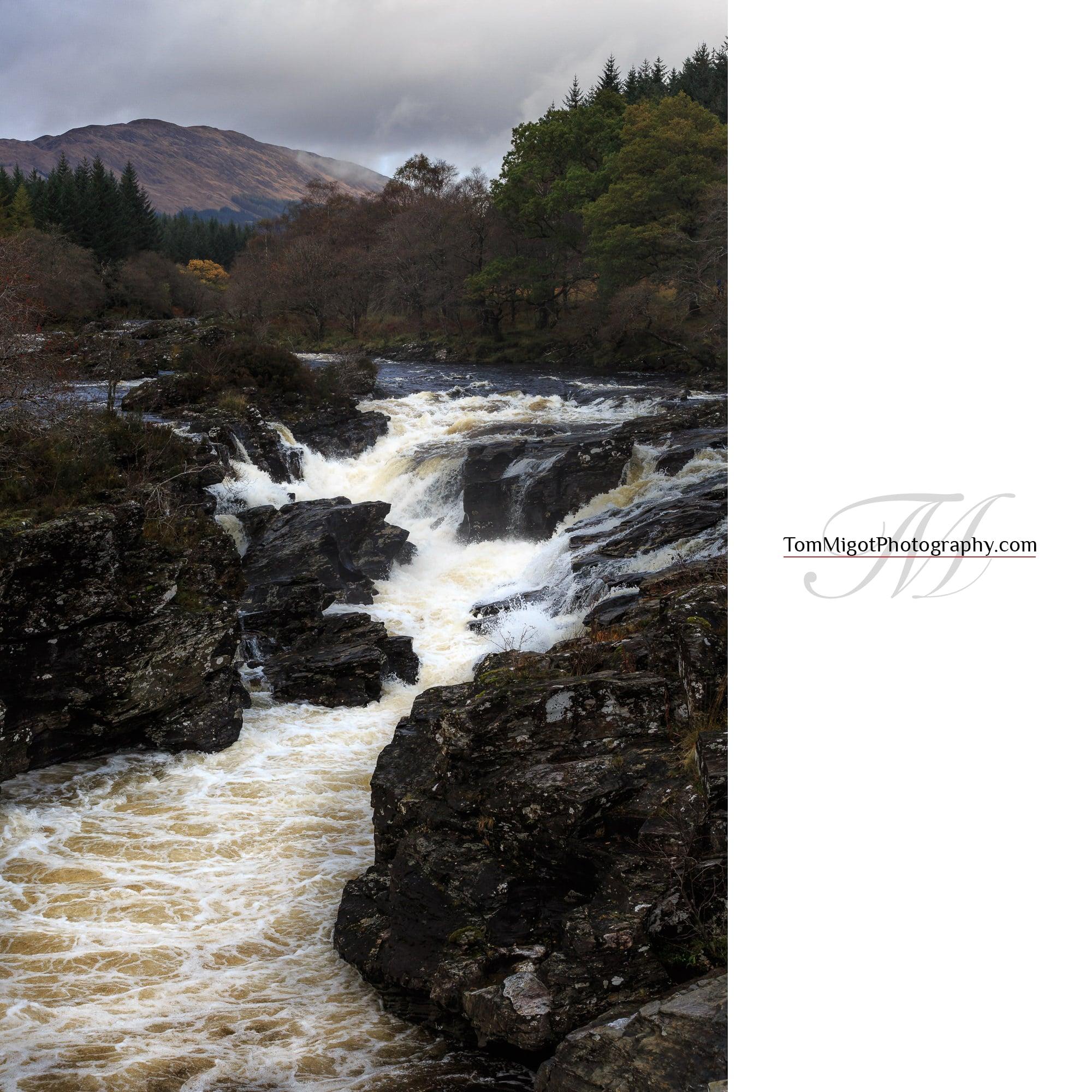Chutes d'eau dans l'Argyll & Bute en Ecosse photographiées à l'automne